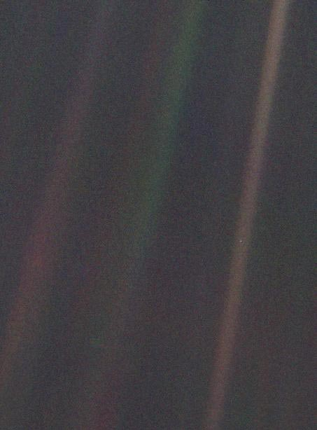Pale Blue Dot_NASA